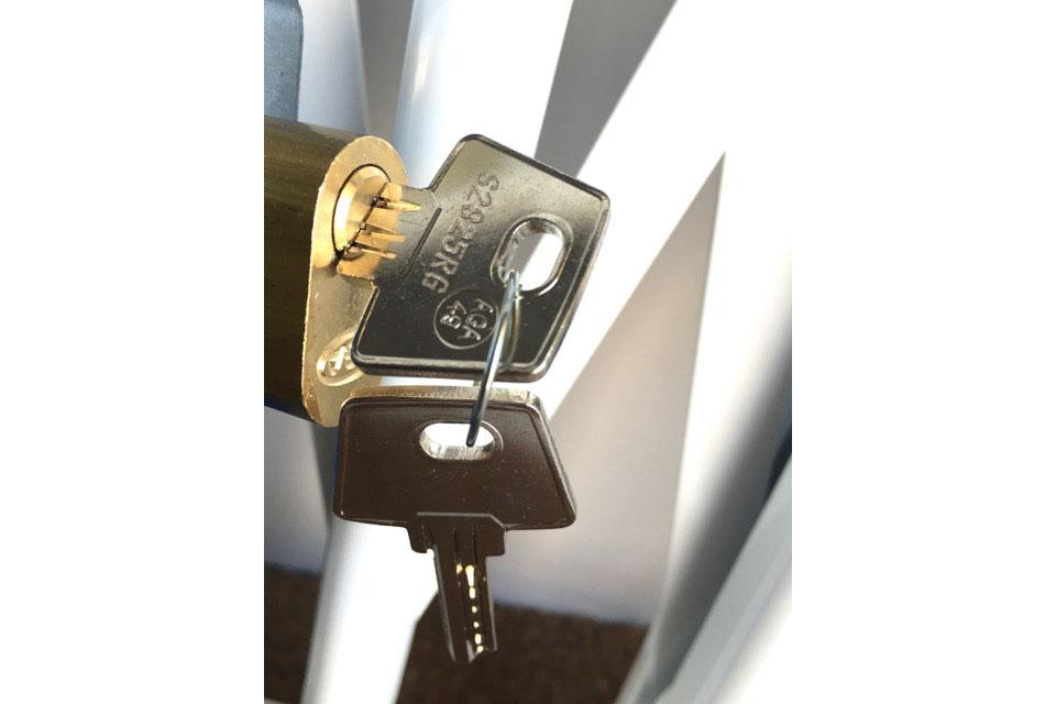 Bombíncon llaves de seguridad en puntos